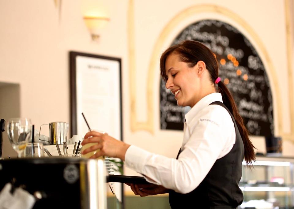 waitress-2376728_960_720.jpg